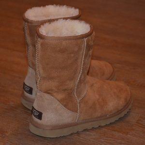 UGG Classic Short 5825 Tan Boot Size 8
